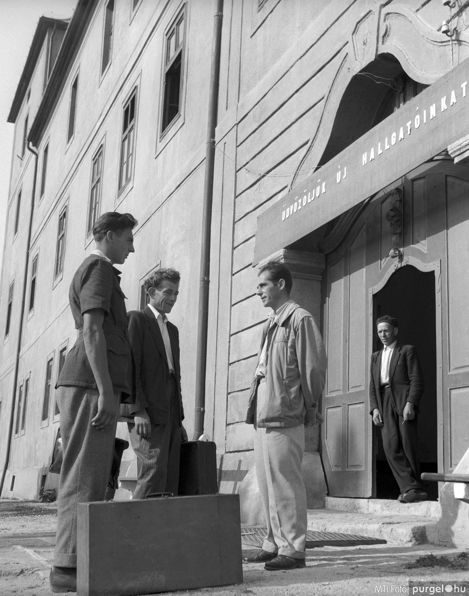 Termelőszövetkezeti elnökképző iskola. Zsámbék, 1957. szeptember 2.